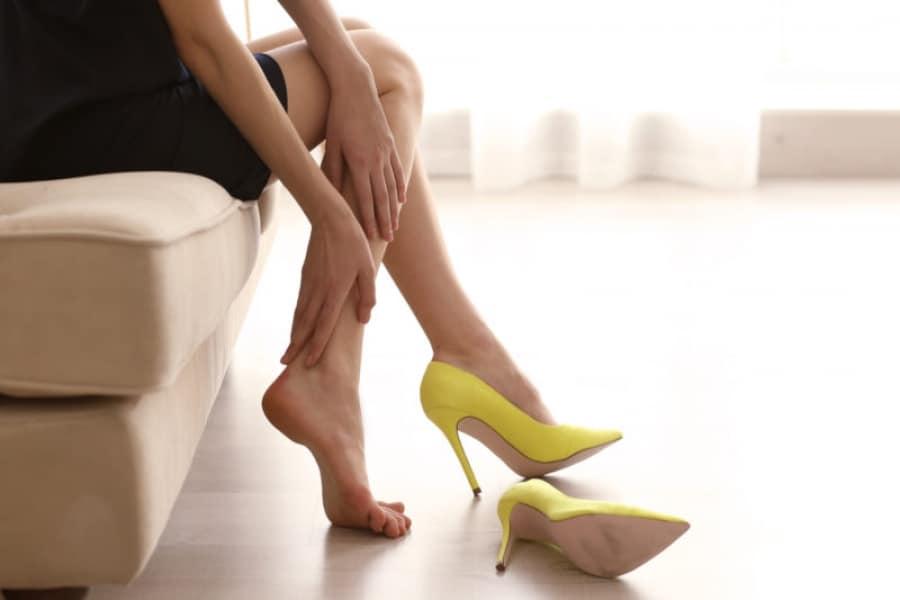 طريقة توسيع الحذاء الضيق